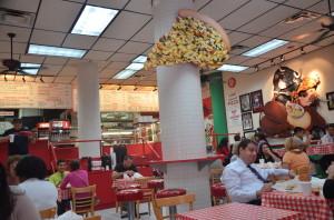 Schnellrestaurant für Deep Dish Pizza. Für alle, die keine 20 €uro für ne Minipizza ausgeben wollen.
